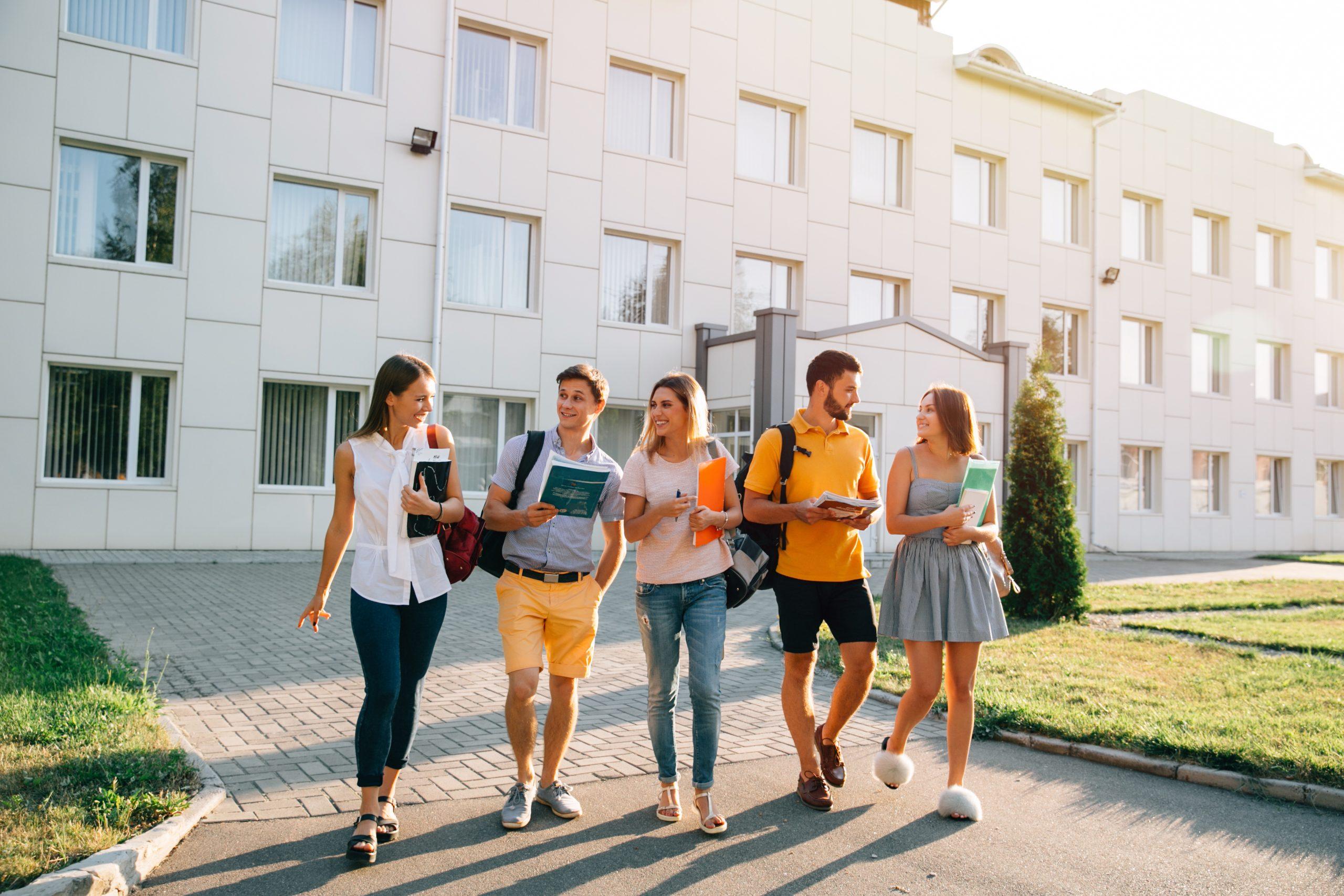 Conheça os 8 principais passos de como entrar em uma universidade americana